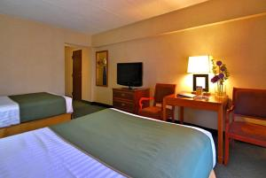 Double Room with Double Beds - Non-Smoking