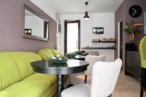 Studio ApartCity, Aparthotels  Braşov - big - 18