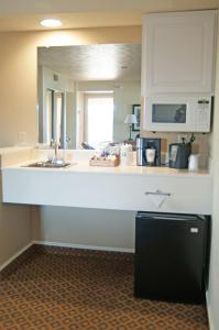 Cherry Tree Inn and Suites, Отели  Traverse City - big - 7