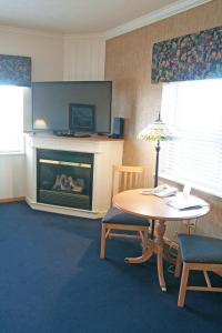 Cherry Tree Inn and Suites, Отели  Traverse City - big - 84
