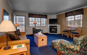 Cherry Tree Inn and Suites, Отели  Traverse City - big - 85