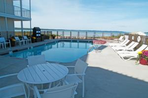 Cherry Tree Inn and Suites, Отели  Traverse City - big - 88
