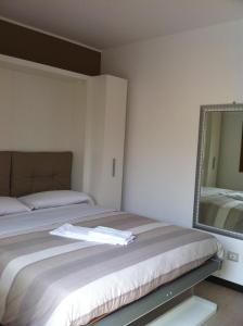 Residence Borgo Del Cigno, Apartmánové hotely  Spinone Al Lago - big - 8
