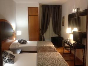 Hotel Don Jaime 54, Hotels  Saragossa - big - 35