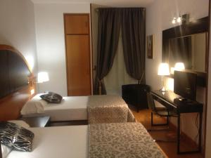 Hotel Don Jaime 54, Hotely  Zaragoza - big - 34
