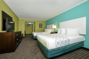 Queen Room with Two Queen Beds - Pet Friendly