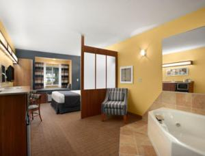 Queen Suite with Whirlpool
