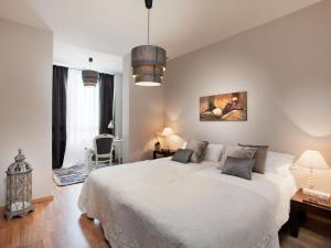 Four-Bedroom Apartment (7-8 Adults) Rambla Catalunya, 101-103