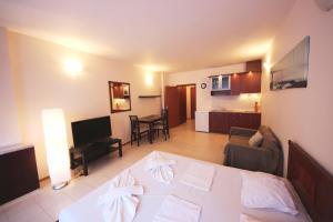 Menada Esperanto Apartments, Apartmány  Slunečné pobřeží - big - 87