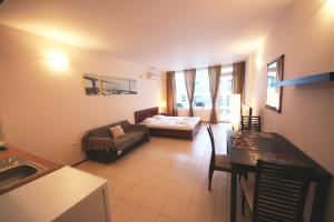 Menada Esperanto Apartments, Apartmány  Slunečné pobřeží - big - 79