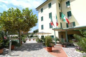 Prenota Hotel Villa Rita