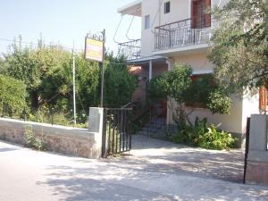 Eleni Studios and Apartments