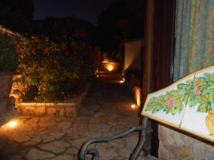 B&B Al Giardino, Bed & Breakfasts  Monreale - big - 49