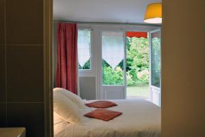 Hostellerie de la Vieille Ferme, Отели  Криэль-сюр-Мер - big - 4