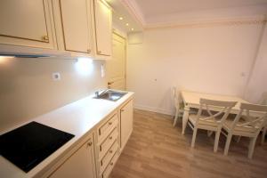 Menada Apartments in Golden Rainbow, Apartmány  Slnečné pobrežie - big - 9
