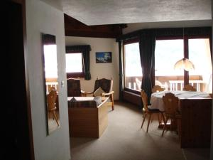 Residenz La Mora, Ferienwohnungen  La Punt-Chamues-ch - big - 23