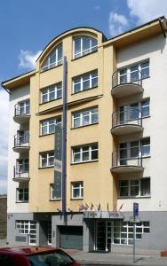 Hotel Inos, Отели  Прага - big - 1