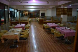 Hotel Singh Axis, Bed and Breakfasts  Udhampur - big - 16
