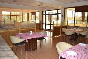 Hotel Singh Axis, Bed and Breakfasts  Udhampur - big - 28