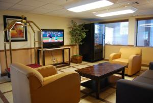 Super 8 by Wyndham Oklahoma City, Hotely  Oklahoma City - big - 24