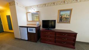 Studio Suite with One King Bed/Sofa Bed - Non Smoking