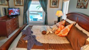 Deluxe Five-Bedroom House