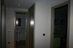 Apartamentos Calle José, Апартаменты  Мадрид - big - 52