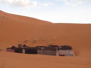 Marhaba Camp, Camel & Sandboarding, Luxury tents  Merzouga - big - 96