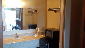 Carefree Inn Flatonia, Motels  Flatonia - big - 7
