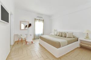 Evgenia Villas & Suites (Fira)