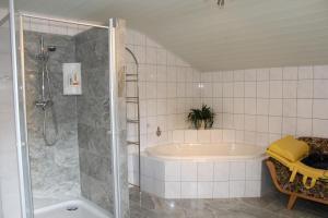 Ferienwohnung beim Goldbachl-Peppi, Apartments  Hohenau - big - 10