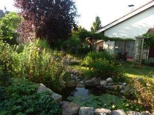 Aux Jardins d'Alice, Bed and breakfasts  Asnans - big - 33