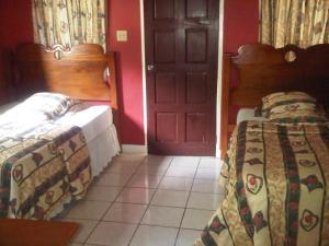Treasure's Comfort Inn, Affittacamere  Claremont - big - 46