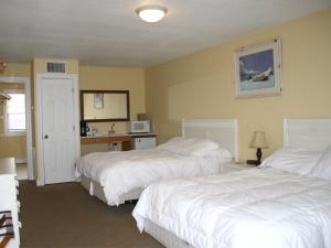 Queen Room with Two Queen Beds - Oceanfront