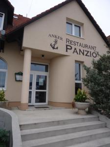 Anker Étterem és Panzió, Penziony  Gönyů - big - 17