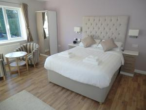 Coombe Dale Accommodation, Bed & Breakfast  Lulsgate Bottom - big - 5