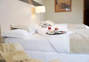 Premium King Suite with Lake View - Non-Smoking