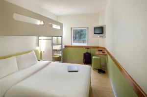 Queen Room with Bunk Bed
