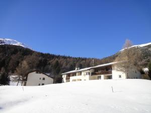 Residenz La Mora, Apartmány  La Punt-Chamues-ch - big - 61