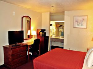 Super 8 by Wyndham San Antonio at I-10, Motels  San Antonio - big - 13