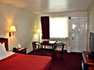 Super 8 by Wyndham San Antonio at I-10, Motel  San Antonio - big - 5