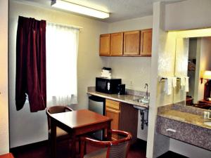 Super 8 by Wyndham San Antonio at I-10, Motels  San Antonio - big - 3