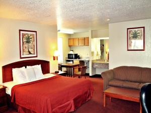 Super 8 by Wyndham San Antonio at I-10, Motels  San Antonio - big - 2