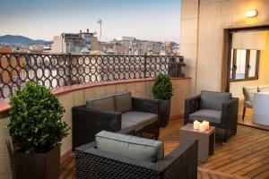 Three-Bedroom Apartment with Private Terrace - Rambla Catalunya