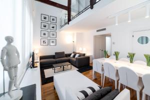 Four-Bedroom Apartment with Terrace - Balmes