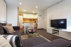 Three-Bedroom Apartment - Còrsega 593