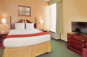 Holiday Inn Express Marshfield - Springfield Area, Hotel  Marshfield - big - 6