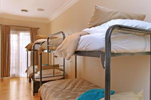 Cama em Dormitório Masculino com 4 Camas