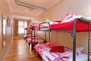 Cama em Dormitório Feminino A com 6 Camas
