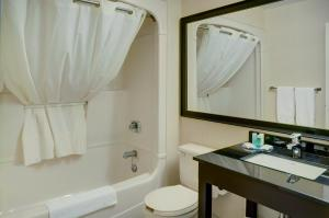 Comfort Inn Sudbury, Отели  Садбери - big - 26